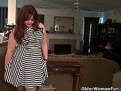 American mamma jewels gives her pantyhosed beaver a treat